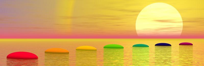 De chakra kleuren rood, oranje, geel, groen, lichtblauw, indigoblauw,paars violet drijven op het water bij een opkomende zon