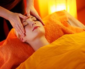 massage_vrouw_voorhoofd_org